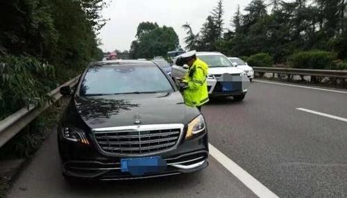 北京交管部门启动违法占用应急车道专项整治不到俩月开万余罚单
