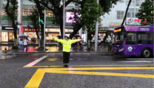 """广州交警6大举措保障""""五一""""小长假交通安全有序"""