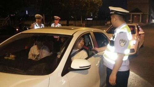 就在刚刚!安徽阜阳交警、特警联合,开展夜查酒驾行动