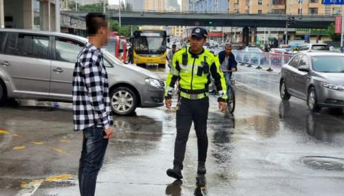 河北交警大队集中整治行人交通违法行为